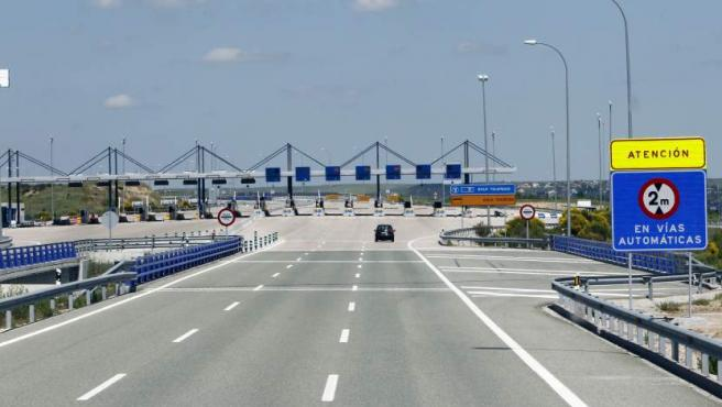 Imagen de una autopista de peaje en Madrid.