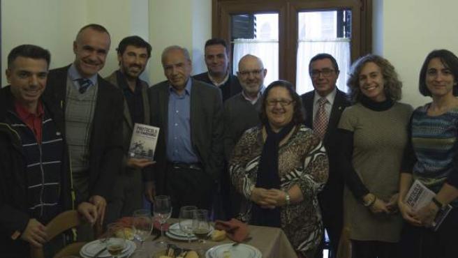 Algunos miembros del jurado, presidido por Alfonso Guerra, del I Premio Literario de Relatos Cortos Ciudad de Sevilla.