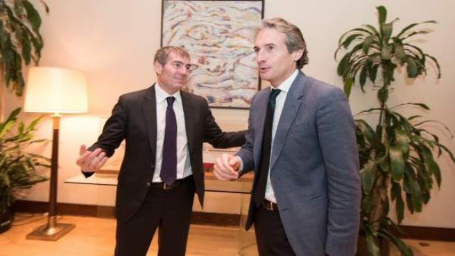 El presidente canario, Fernando Clavijo, con el ministro de Fomento De la Serna