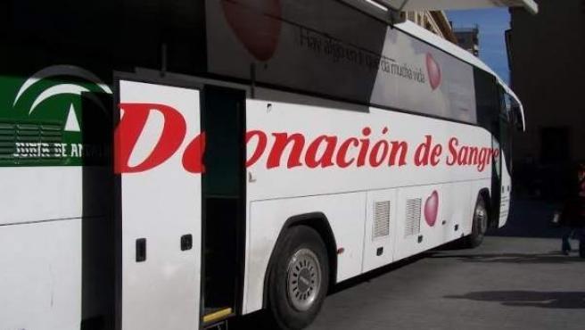 Autobús de donación de sangre en Huelva.