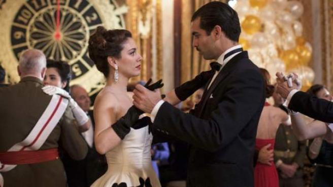 Fotograma de la miniserie 'Lo que escondían sus ojos'.