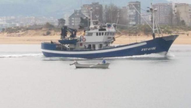 Pesquero En Santoña, Pesca