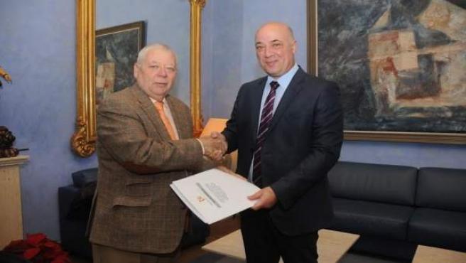 Ruiz (dcha.) y Cosano, tras la firma del acuerdo