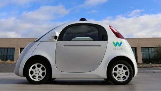 Nueva imagen del vehículo autónomo de Google con el logotipo de Waymo.