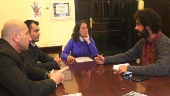 Moreno con los representantes de la bolsa de peones de 2013.