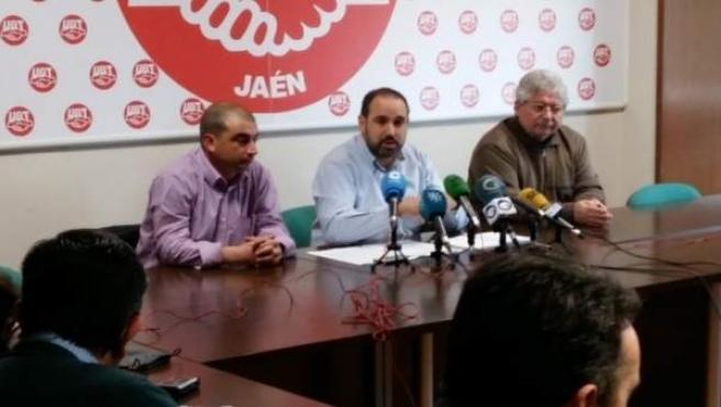 Antonio Marcos (c) analiza el inicio de la campaña de la aceituna en Jaén.