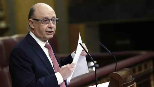 El ministro de Hacienda, Cristóbal Montoro, durante su intervención esta mañana en el pleno del Congreso.