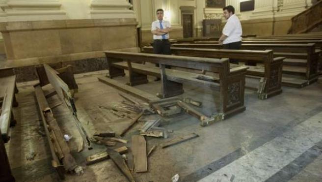 Desperfectos en la Basílica del Pilar de Zaragoza donde explotó un artefacto casero fabricado con una bombona de cámping gas.