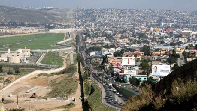 Frontera México-EEUU: a la izquierda, San Diego; a la derecha, Tijuana.