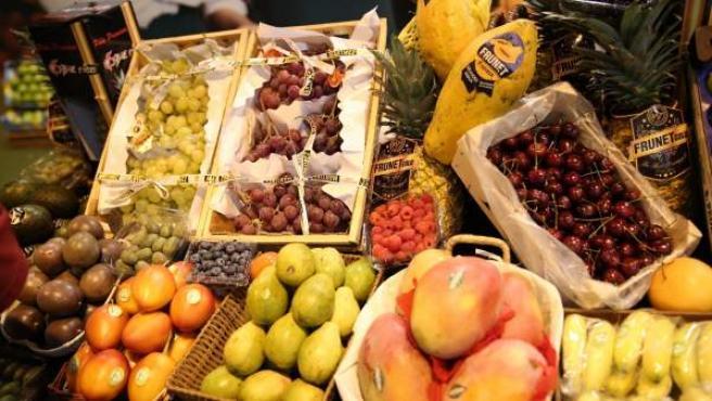 Imagen de una frutería en un mercado.