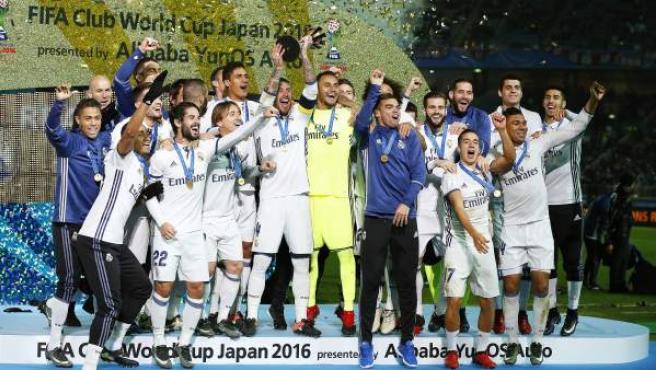 Los jugadores del Real Madrid celebran la consecución del Mundial de Clubes 2016.