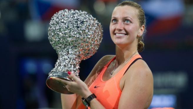 Petra Kvitova, con un trofeo.