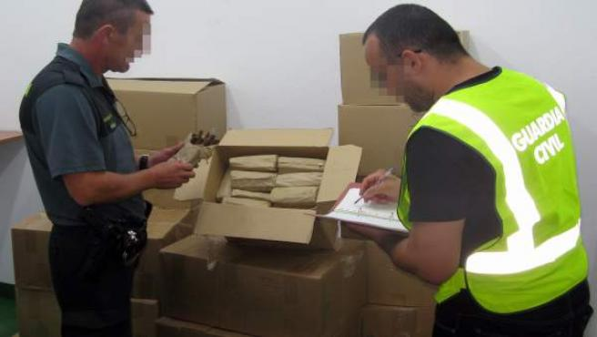 La Guardia Civil se incauta de más de 30.000 puros artesanales en un vehículo