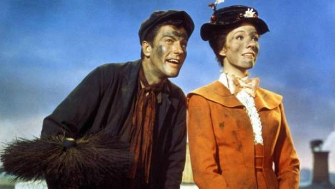 Los protagonistas de 'Mary Poppins', Dick Van Dyke y Julie Andrews.