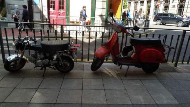 Motos aparcadas en Madrid.