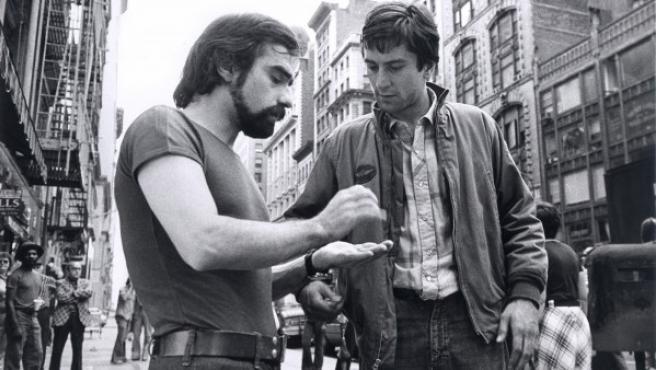 Scorsese (izquierda) da instrucciones a Robert De Niro durante el rodaje, en 1976, de 'Taxi Driver'