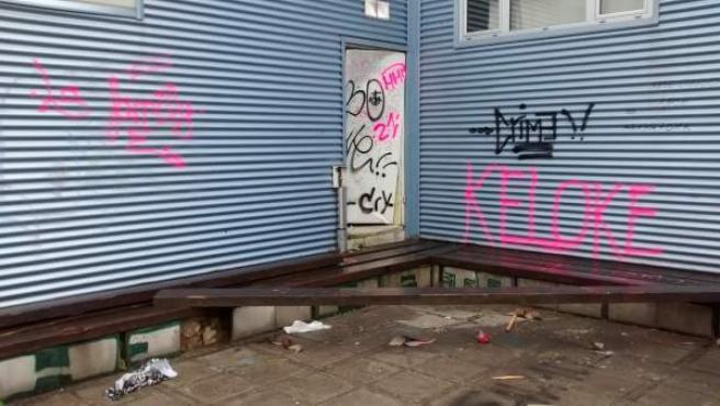 Actos vandálicos en el exterior de la ludoteca de Renedo