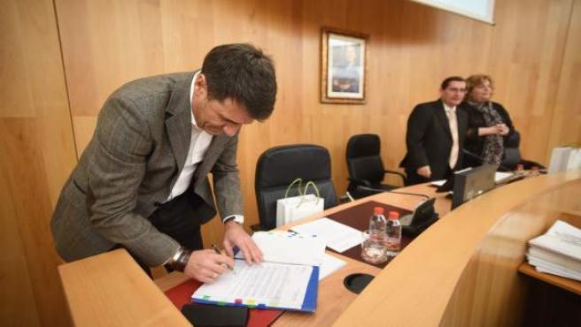 Mesa presidencial del pleno de la Diputación de Granada