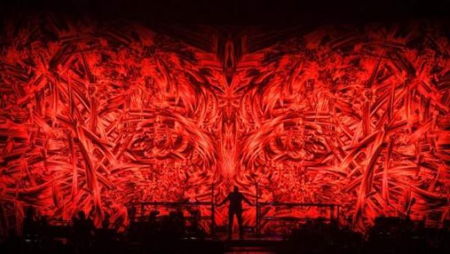 El cantante británico George Michael, durante el concierto que ofreció en el Palacio de los Deportes de Madrid.