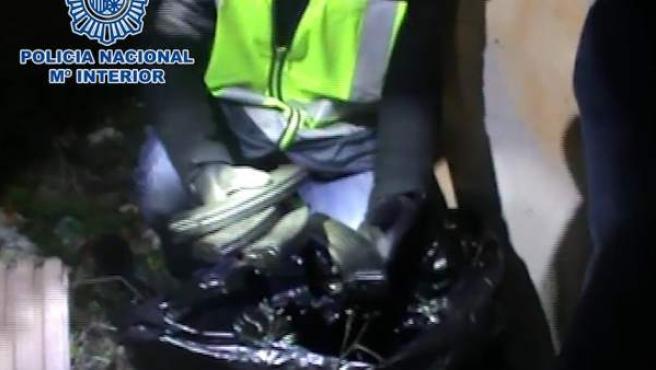 Imágenes de los cargadores de AK-47 encontrados en la detención de dos personas en Madrid por enaltecimiento.