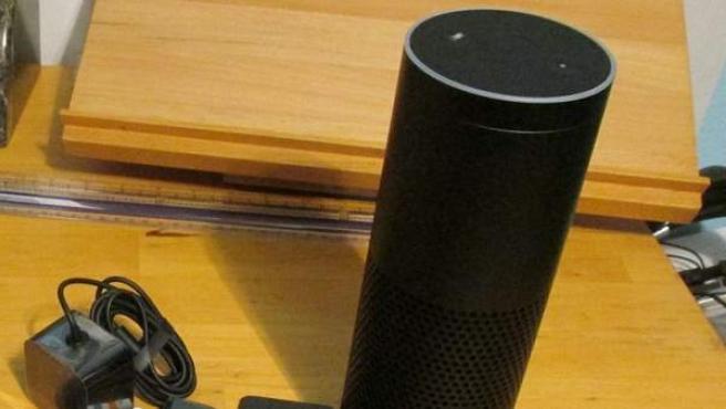Un dispositivo Amazon Echo.