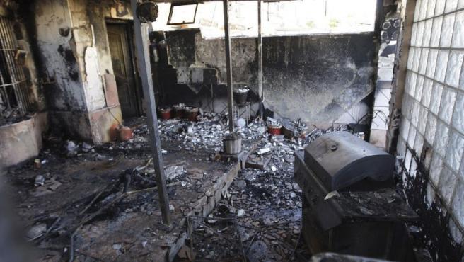 Interior de la vivienda en la calle Afanas, número 18 de la localidad gaditana de Jerez de la Frontera, donde han fallecido un matrimonio compuesto por un hombre de 60 años y una mujer de 52 y su nuera de 26 años a consecuencia de un incendio.