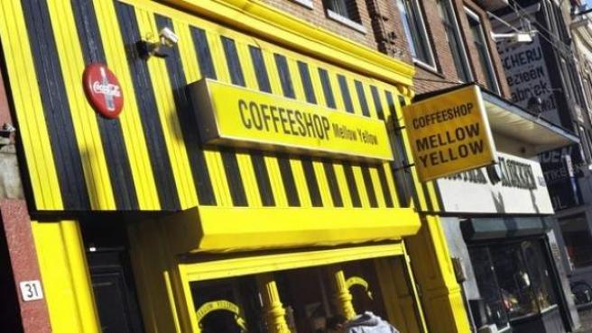 Mellow Yellow, el coffee shop más antiguo de Ámsterdam.