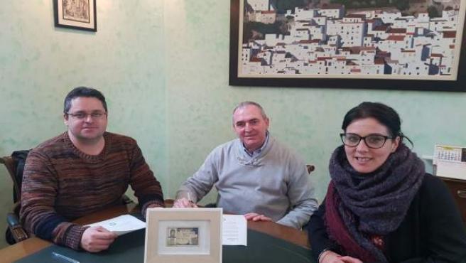 Joaquín Recio, José Carrasco y Rocío Ruiz en la firma del documento.