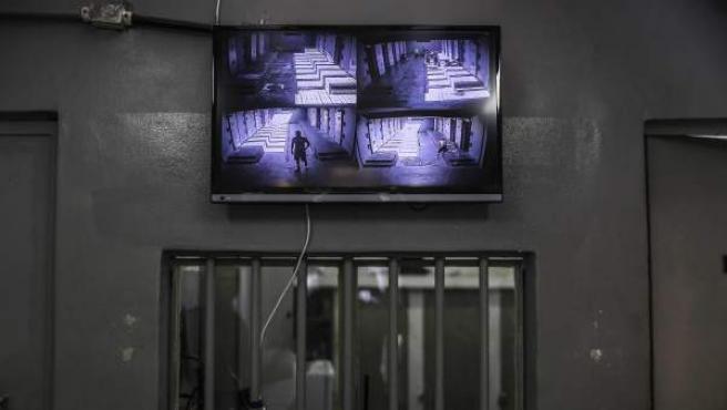 Control de seguridad en la cárcel Laércio da Costa Pellegrino, en Brasil.