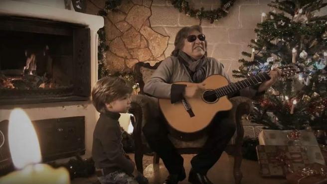 José Feliciano canta la emblemática 'Feliz Navidad'.