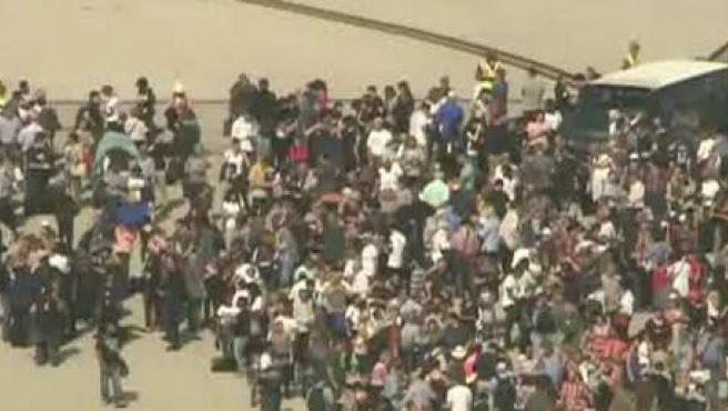 Decenas de personas evacuadas en el aeropuerto Fort Lauderdale de Florida.
