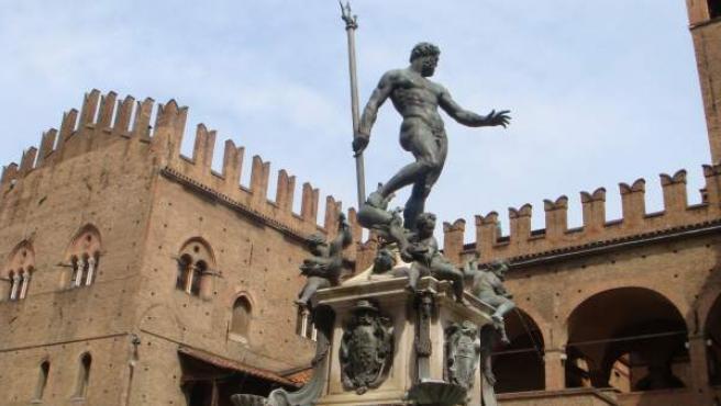"""Facebook censuró una fotografía de la estatua de Neptuno en Bolonia, Italia (en la imagen), por considerarla """"sexualmente explícita""""."""