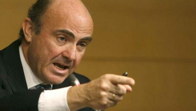 El ministro de Economía y Competitividad, Luis de Guindos, en la sede de su ministerio, para informar de que el Gobierno español solicitará al Eurogrupo el rescate del sistema financiero español.