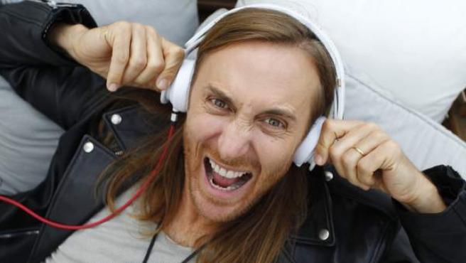 David Guetta posa en un hotel madrileño durante la entrevista por el lanzamiento de su disco 'Listen'.