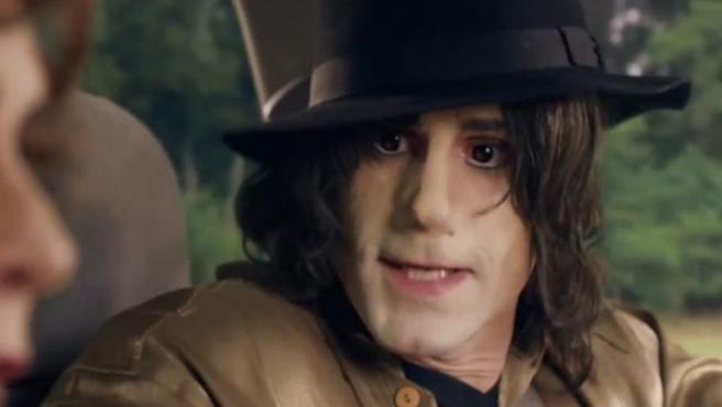 El actor británico Joseph Fiennes caracterizado como Michael Jackson en la comedia Urban Myths.