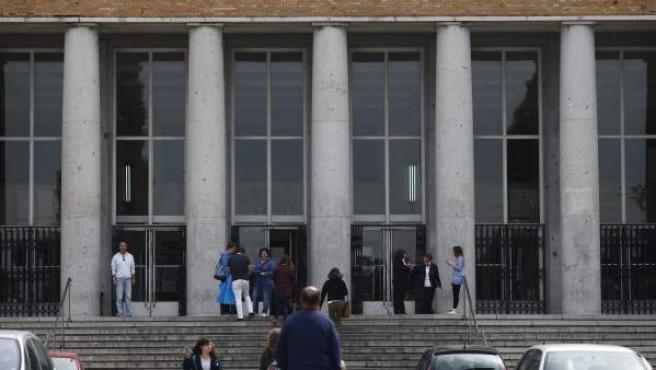Facultad de Medicina de la Complutense de Madrid, la universidad presencial más grande de España.
