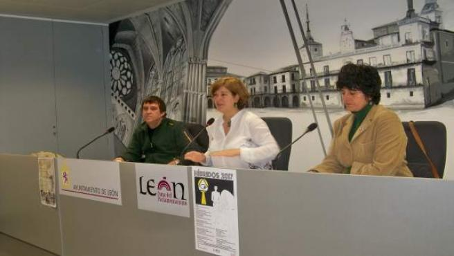 Torres (C) con los coordinadores de 'Híbridos'