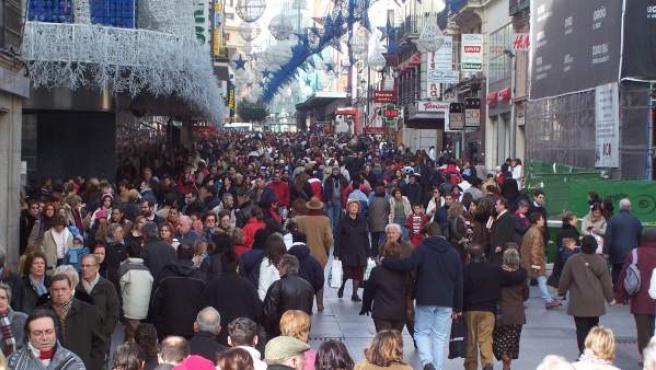 Imagen de archivo de la calle de Preciados, emblemática vía comercial de la capital madrileña.