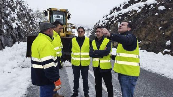 El diputado Óscar Liria se ha desplazado a las carretera afectadas por la nieve.