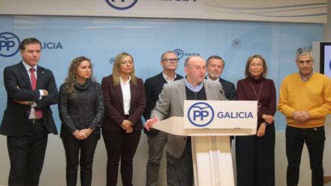 Miguel Tellado con los portavoces del PP en las ciudades gallegas