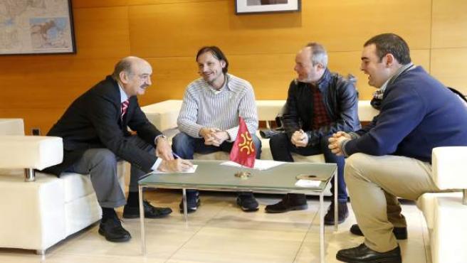Mazón se reúne con el alcalde de Miera