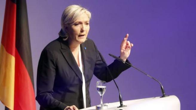 Marine Le Pen, líder del ultraderechista Frente Nacional, durante su discurso en la conferencia de partidos de la ultraderecha europeos ENF, celebrada en Alemania.