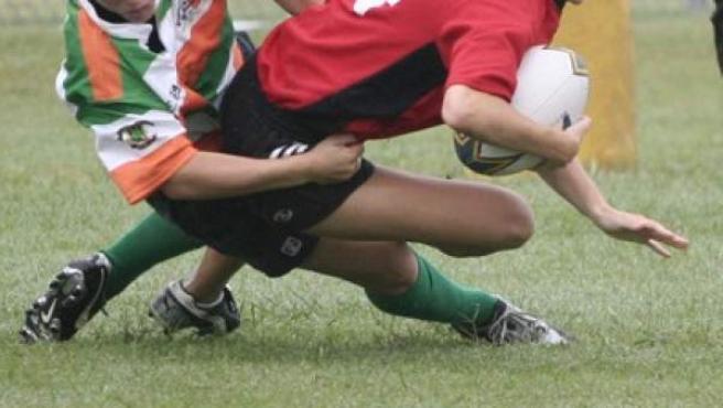 Una imagen de un partido de rugby femenino.