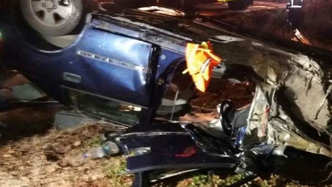 El coche quedó volcado sobre el techo en la A-1503, en El Frasno