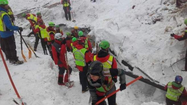 Labores de rescate en el Hotel Rigopiano.