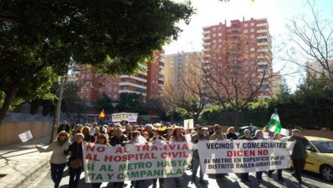 Manifestación contraria al metro al hospital civil
