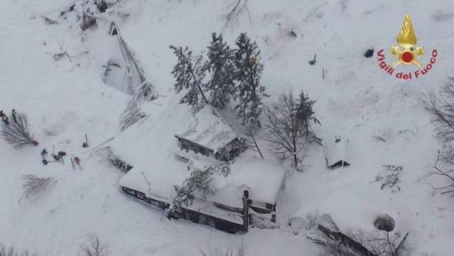 Hotel Rigopiano, sepultado por la nieve.
