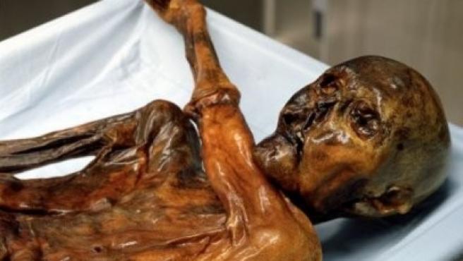 Ötzi, el 'hombre de los hielos', una momia de 5.300 años de antigüedad hallada en los Alpes en 1991.