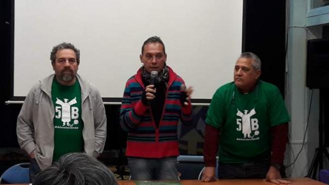 Tres de los encausados por la protesta antirrecortes educativos, que se enfrentan a 4 años de prisión.