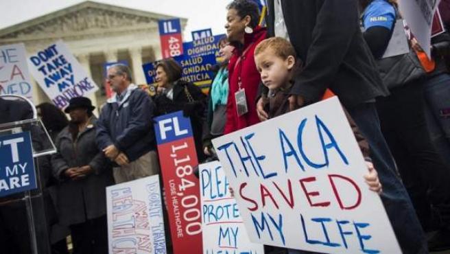 Manifestación en favor de la reforma sanitaria impulsada por Barack Obama, el 'Obamacare', frente al Tribunal Supremo de Estados Unidos.